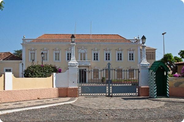 Остров Сантьяго Кабо Верде Острова Зеленого Мыса D44TXT Президентский дворец