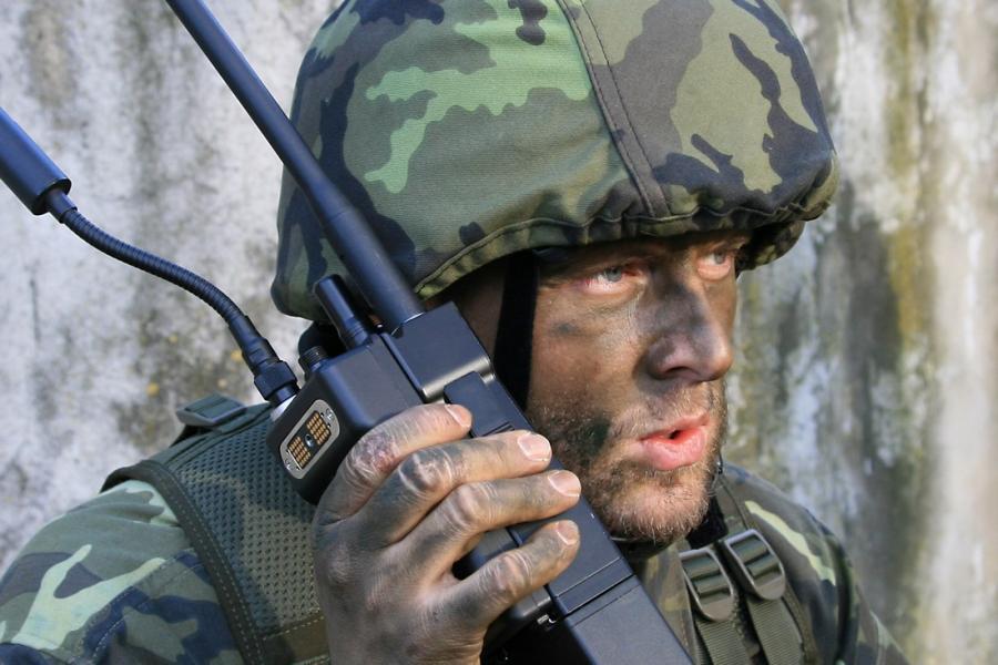 AT RF40 Военная УКВ радиостанция